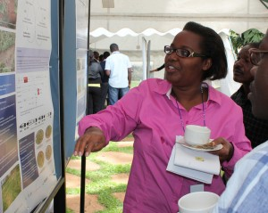Gerardine Mukeshimana explaining her project during the ILRI Biosciences day in Nairobi, 27 November 2013 (photo credit: BecA-ILRI Hub/Tim Hall)