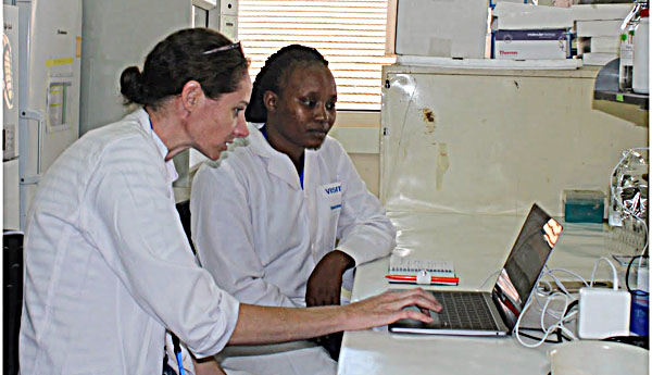 Molly McDonough from the Smithsonian Institution and Maryanne Gitari from University of Nairobi working at the BecA-ILRI Hub (photo: BecA-ILRI Hub/Eleni Vikeli)
